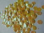 Parelmoer-pailletten-5mm-geel-goud